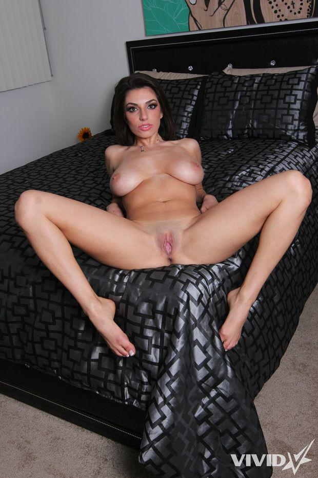 Laying on bed geting pousy fucked
