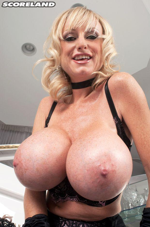 Hot girls big titts