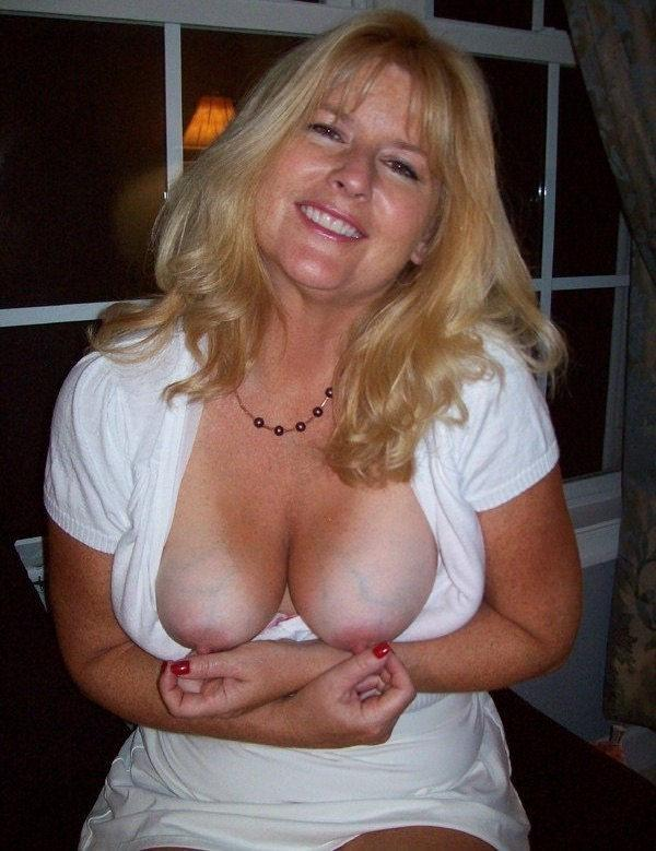 Amateur Blonde Milf Deepthroat
