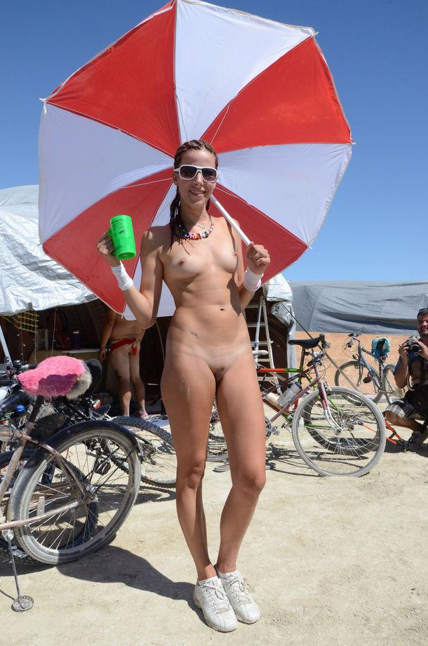 naked girls at burning man