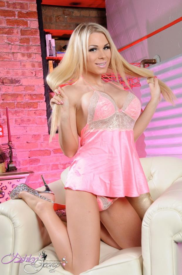 MONIQUE: Xxx beautiful blonde shemales