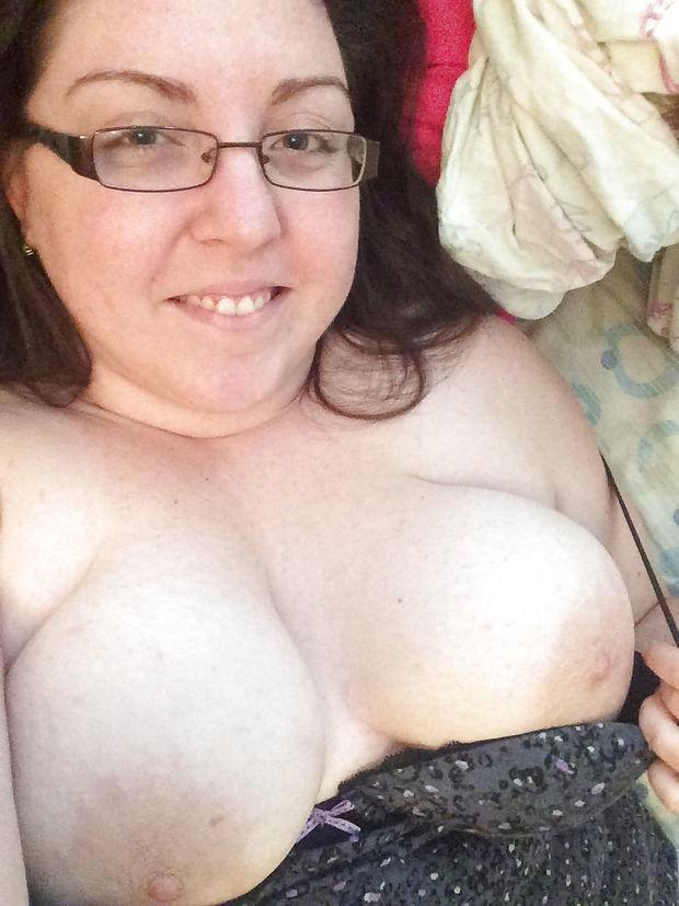 Wife taking a selfie with her tits - sexybbw women naked ...