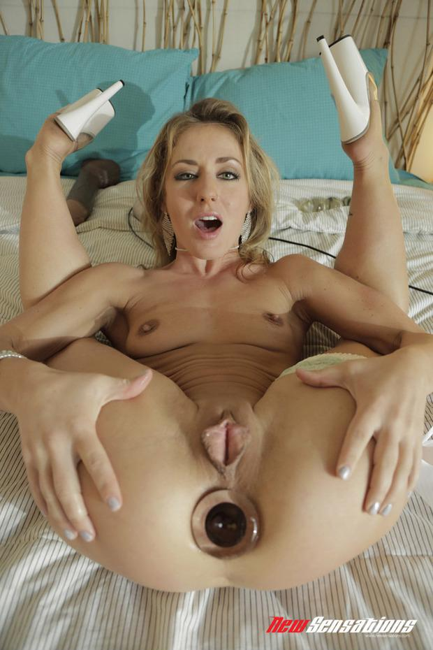 Sexy white lick cock and squirt